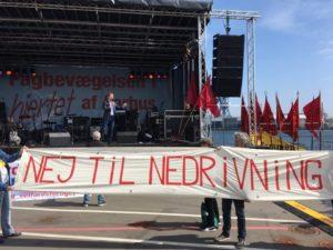 Socialdemokrater, I er med til at smadre vores boligområde, nu må vi heller ikke demonstrere?