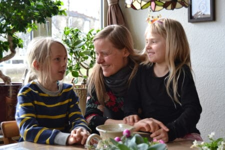 Karla, Emil og Kate inviterer på middag