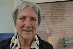 Hun inviterer ældre og mødre på barsel i nyt strikke-fællesskab