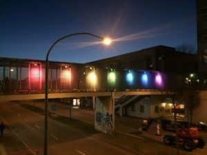 Regnbuelys skal gøre Gudrunsvej mindre mørk og utryg