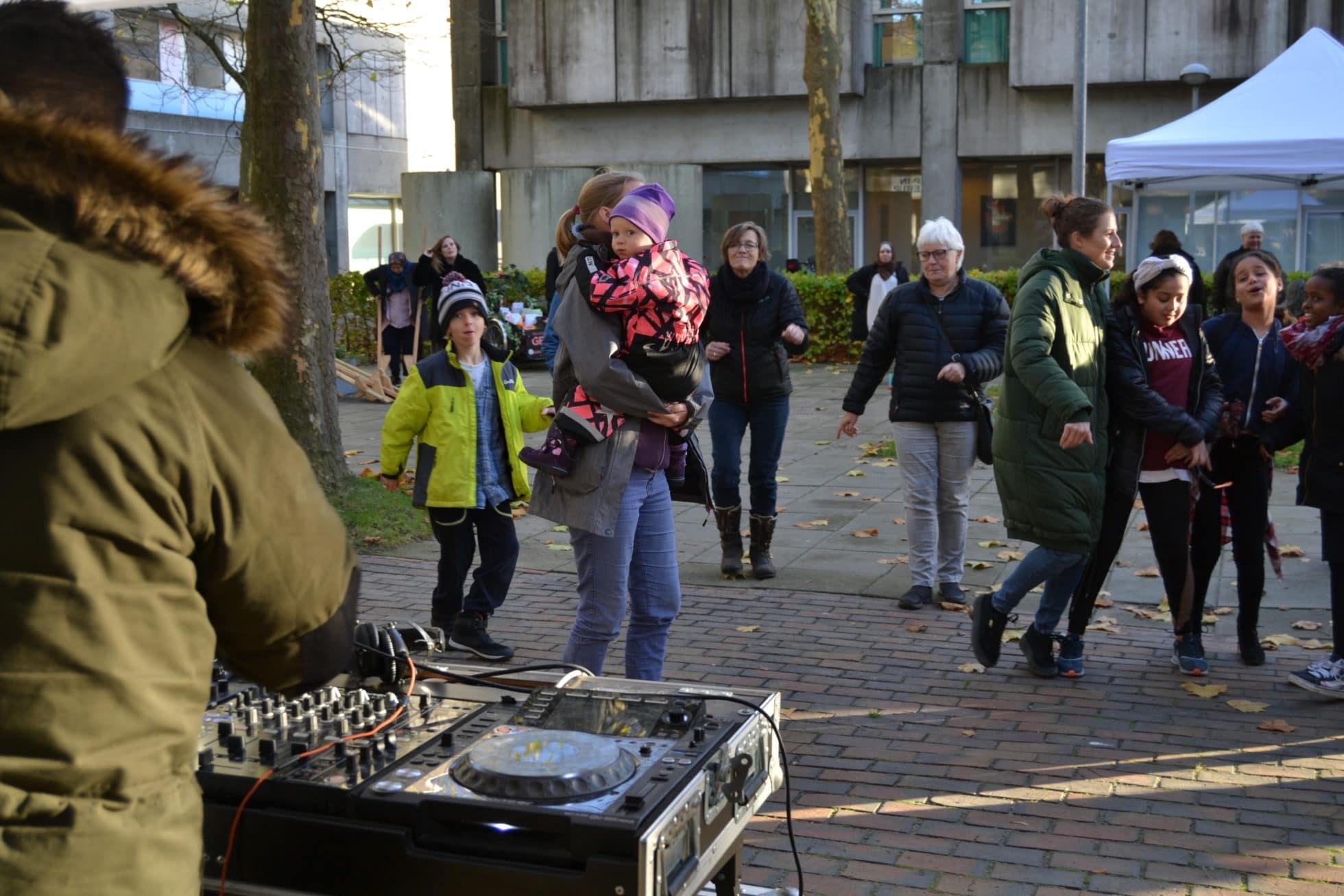 fordele ved at danse en bibliotekar adam søger eve hollandsk dating