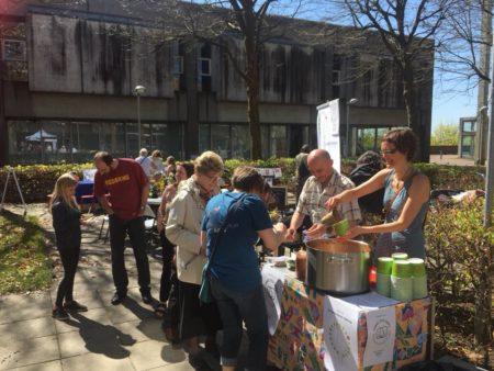 Naboskabsfest med græskarsuppe og ristede skumfiduser