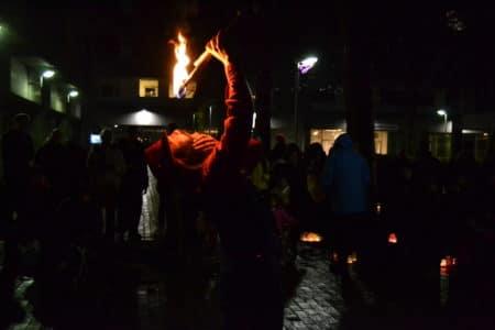 Lys- og ildshow på en våd og kold december-aften