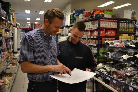 Rema 1000 får frivillige guides i butikken efter omrokering