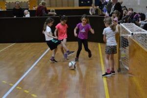 Brabrand IF inviterer igen til skolefodbold for piger