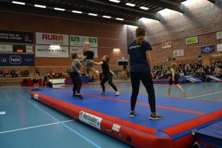 Gymnastikfest for store og små i Brabrandhallen
