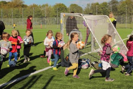 """""""Fodbold er jo bare leg med en bold"""""""