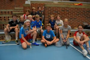 Hele Brabrand inviteres til badminton på lørdag