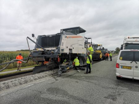 Danmarkspremiere på klimavenlig asfaltering ved Årslev