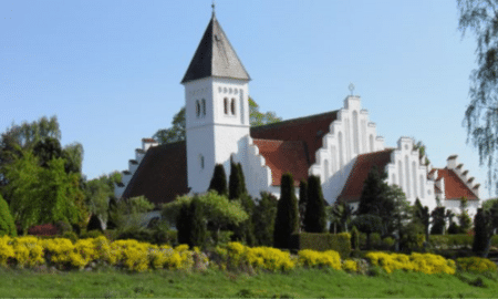 Gartnere konkurrerer i grandækning ved Brabrand Kirke