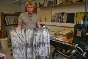 Han er færdig med sit største kunstprojekt: Snart begynder han at ødelægge det med en hammer