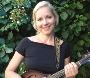 Hun bringer country-musikken til Brabrand
