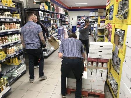 Lokale butikschefer: Spred indkøbene – der er varer nok til alle