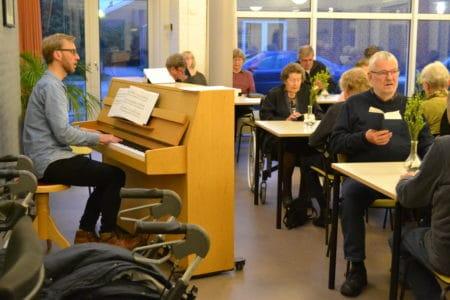Vil du underholde de ældre på Voldbækvej?