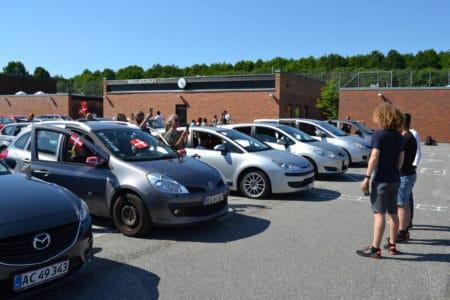 Varm stemning til drive-in dimission på Sødalskolen