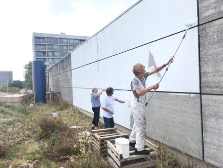Flere farver på Gellerup: Nyt gavlmaleri på Nordgårdhallen