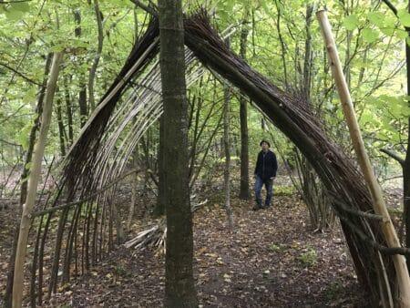 """Hulebygger i True Skov: """"Det gælder om at være lidt opfindsom"""""""