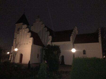 Derfor ringer kirkeklokkerne i Brabrand hver aften kl. 22