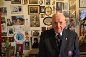 Soldaterblodet ruller stadig i årerne på 93-årige Poul Boye Larsen