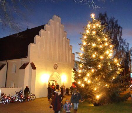 Rift om pladserne i kirken juleaften – i Årslev rykker de udendørs