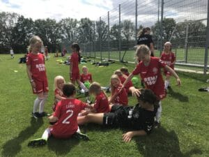 """25. fodboldskole i Brabrand: """"Vi leger en masse fodbold"""""""
